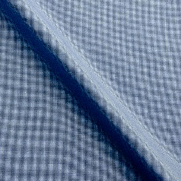 濃い目のブルーの生地。ブルーのシャツの定番。
