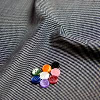 ボタンとブラック チェックの生地