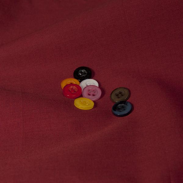 ボタンとレッド無地の生地