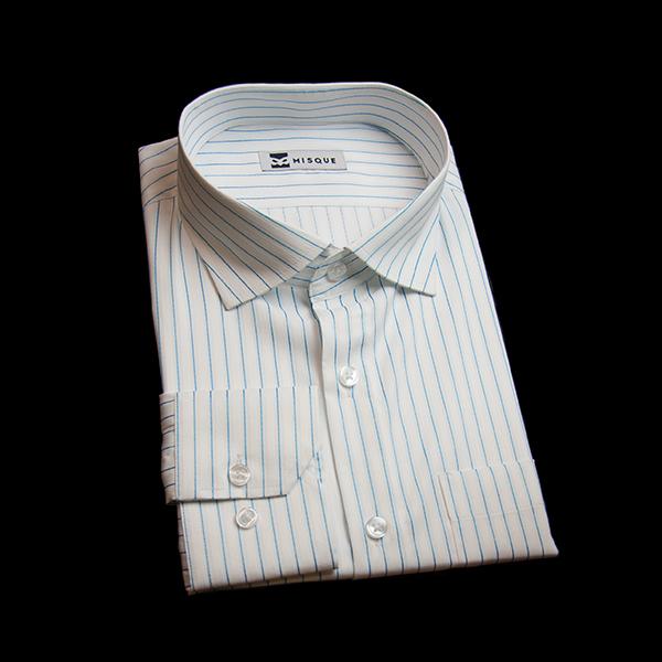 ホワイト/水色のストライプ柄 ワイドカラーレギュラー 角落ち(カットオフ)のワイシャツ