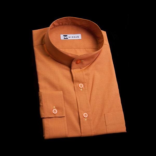 オレンジブラウンのスタンドカラーシャツ