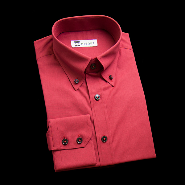 レッドの無地柄 ボタンダウンカラーレギュラー ツーボタン 角落ち(カットオフ)のワイシャツ