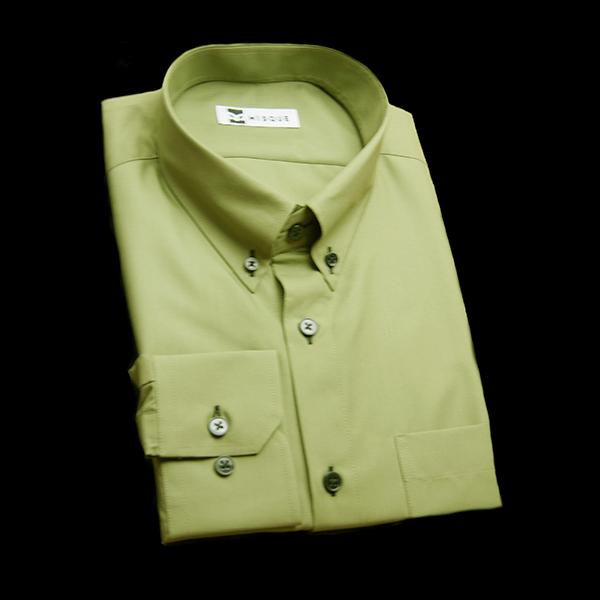 モスグリーンの無地柄 ボタンダウンカラーレギュラー 角落ち(カットオフ)のワイシャツ