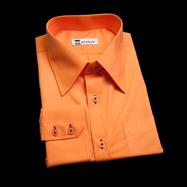 キャロットオレンジの無地柄 レギュラーカラーレギュラー ツーボタン 角落ち(カットオフ)のワイシャツ