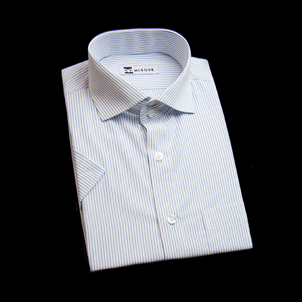 ブルーのストライプ柄 ワイドカラー ドゥエボットーニ半袖のワイシャツ