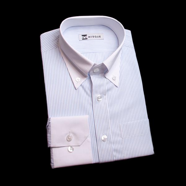 水色のストライプ柄 ボタンダウンカラーレギュラー 角落ち(カットオフ)のワイシャツ